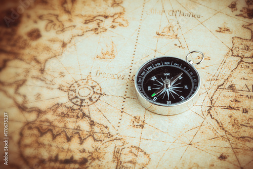 Papiers peints Retro Compass on old map vintage style