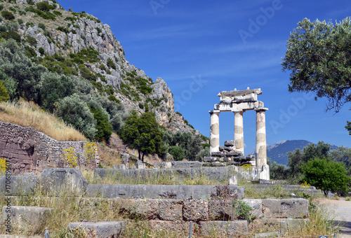 Fotografie, Obraz  Руины античного храма Афины в Дельфах.