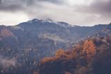 Piękny krajobraz górski jesień, obraz z retro tonowanie - 170694212