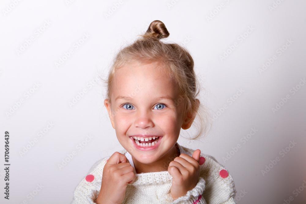 Fototapeta portrait of a child smiling