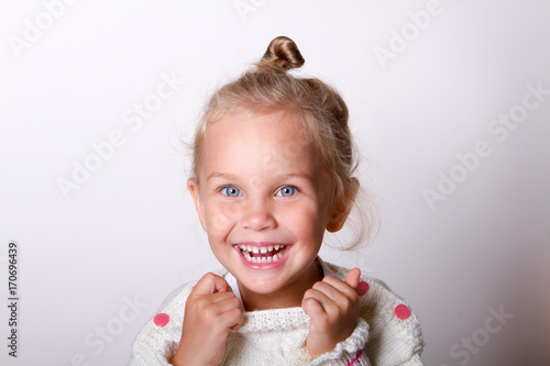 Fototapeta portrait of a child smiling obraz
