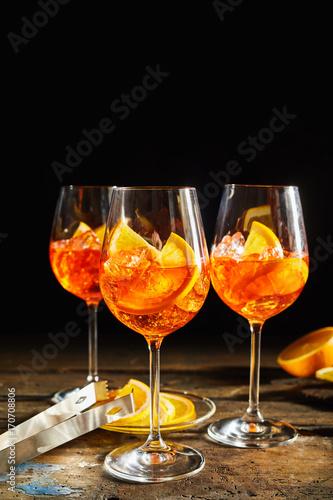 Spoed Foto op Canvas Bar Lemon spritz cocktails on dark rustic timber