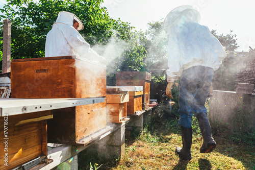 In de dag Vuur honey production and bees keeping