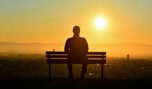 Yalnız Adam Silueti
