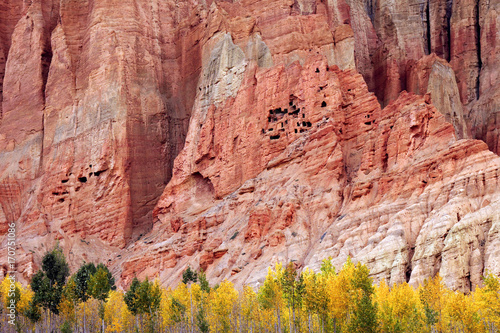 Foto  Mustang (Nepal): Red Cliffs near Dakmar
