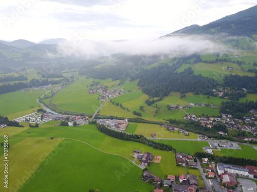 Poster Lime groen Österreichische Alpen aus der Luft