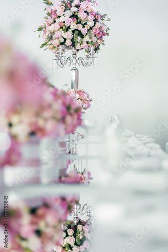 Foto op Plexiglas Magnolia Beautiful wedding tables and roses