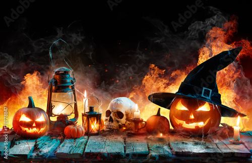 Plakat Halloween In Flame - Burning Pumpkins On Wooden