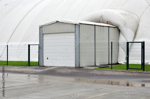 Foto op Plexiglas Stadion Garage entrance to the inflatable white building.