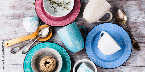 Fotografia  Ceramic crockery tableware on wooden background