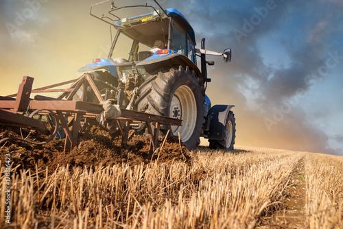 Foto  labours après la récolte et avant l'orage