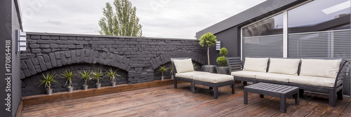 Fotografia  Rooftop terrace with wooden flooring