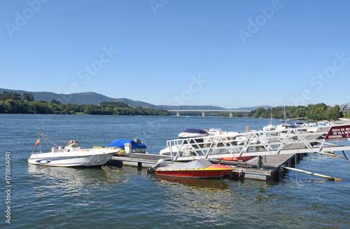 Fotografie, Obraz  river minho, pier of Vila Nova Cerveira village