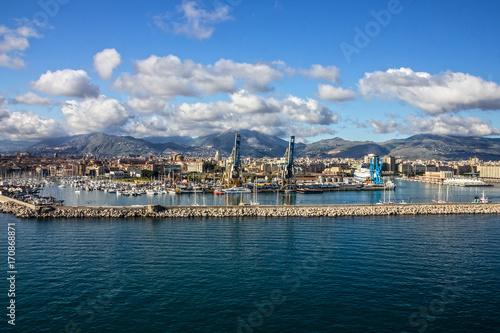 Foto auf Gartenposter Stadt am Wasser Palermo sea port panoramic view, Sicily, Italy