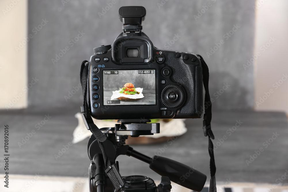 Fototapeta Professional camera on tripod while shooting food - obraz na płótnie