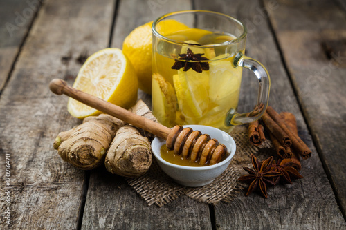 Zdjęcie XXL Imbirowa herbata z cytryną i miodem