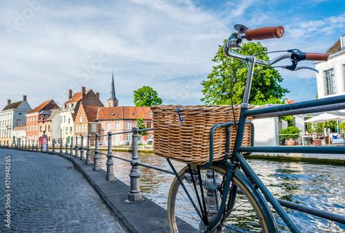 In de dag Brugge Bruges (Brugge) cityscape with bike