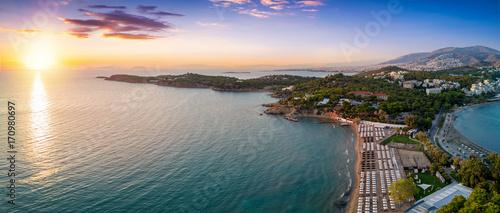 Zdjęcie XXL Plaża Astir w Vouliagmeni, na południe od Aten, o zachodzie słońca