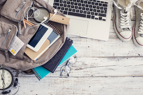 Obraz Backpack with school supplies - fototapety do salonu