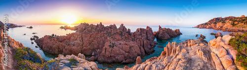 Photo Sonnenuntergang an der Felsen Küste Costa Paradiso in Sardinien