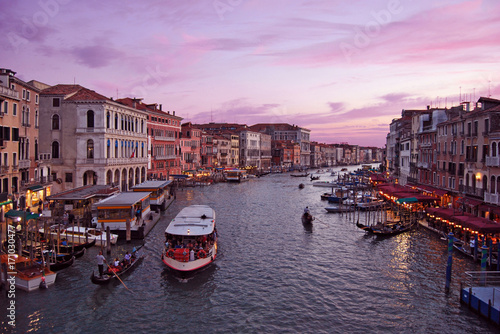 Photo  Colorful sunset in Venice, Italy - view from Rialto Bridge