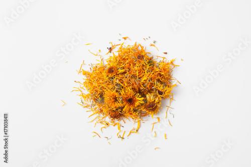 Obraz Dry calendula flowers pour a handful on white - fototapety do salonu