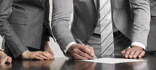 Fototapeta Businessman signing contract obraz
