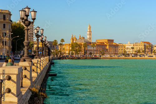 Photo Panoramic view of Bari seafront in the background Basilica San Nicola