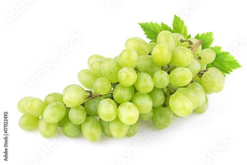 Foto  Green grape with leaves isolated on white background. Studio shot
