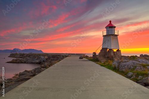 Montage in der Fensternische Leuchtturm Old lighthouse in Laukvik at sunset,Norway