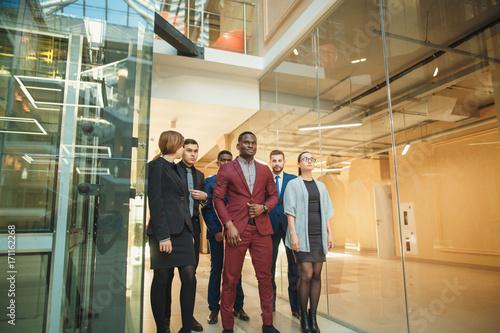 Fototapety, obrazy: Business People Walking on a modern office