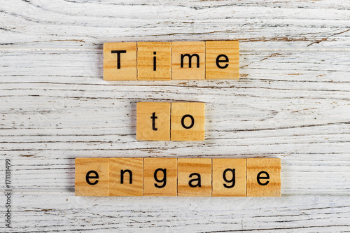 Photo  time to engage word made with wooden blocks concept