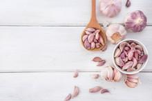 Close Up The Group Of Garlic O...