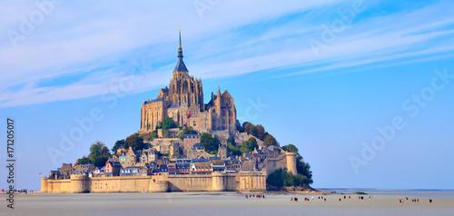 Papiers peints Con. ancienne Mont saint Michel, randonnée dans la baie à marée basse