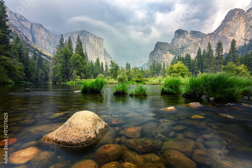 amazing views of el capitan mountain in yosemite valley, Usa Canvas Print