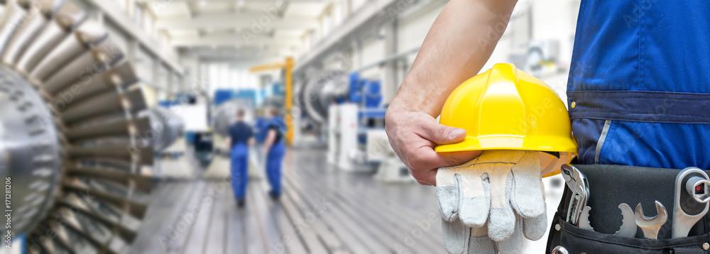 Fototapeta Detail Arbeiter Monteur im Maschinenbau mit Ausrüstung // Worker in mechanical engineering with equipment
