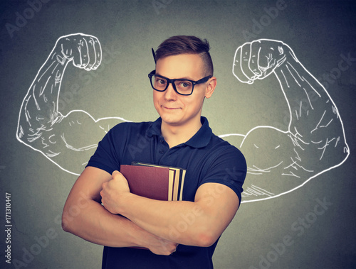 Photo Strong nerd man with books