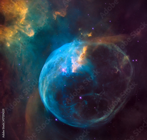 Fotografia enormous bubble being blown into space by a super-hot, massive star