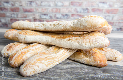 Valokuva French bread on a rustic table