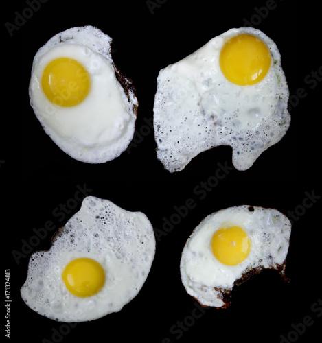Foto op Plexiglas Gebakken Eieren fried eggs on black background