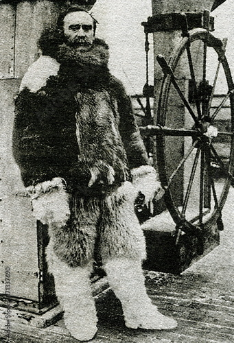 Montage in der Fensternische Pole Robert Peary, American explorer, in arctic furs, ca. 1909