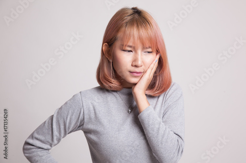 Fototapety, obrazy: Young Asian woman got toothache.