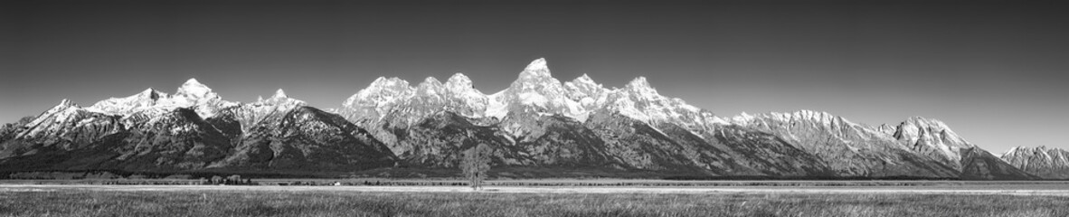 Panel Szklany PodświetlaneBlack and white panoramic picture of the Grand Teton Mountain Range in autumn, Wyoming, USA.