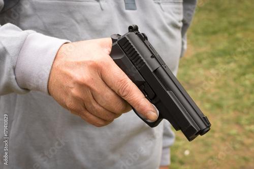Plakat Kobieta z pistoletem, samoobrona, ręka, policja strzał