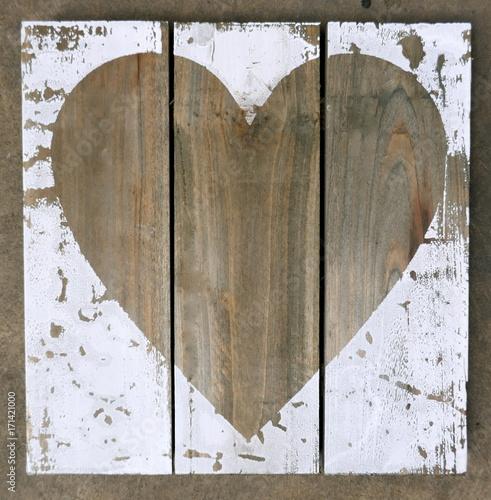 Papiers peints Affiche vintage Holzbild mit Herz, Herz auf einer Bretterwand