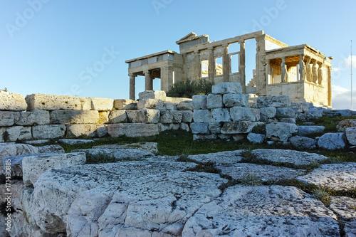 Plakat Erechtejon starożytnej greckiej świątyni na północnej stronie Akropolu w Atenach, Attyka, Grecja