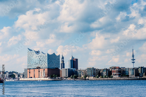 Foto  Hamburg with panoramic view of the Elbphilharmonie and St