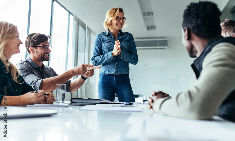 Fototapety, obrazy: Young woman presenting her idea to colleagues