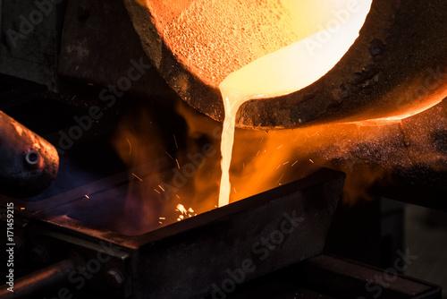 Photo  Fornace in fonderia per fusione lingotto d'oro