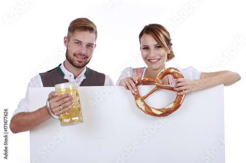 Stampa su Tela Young bavarian couple in traditional dress  isolated